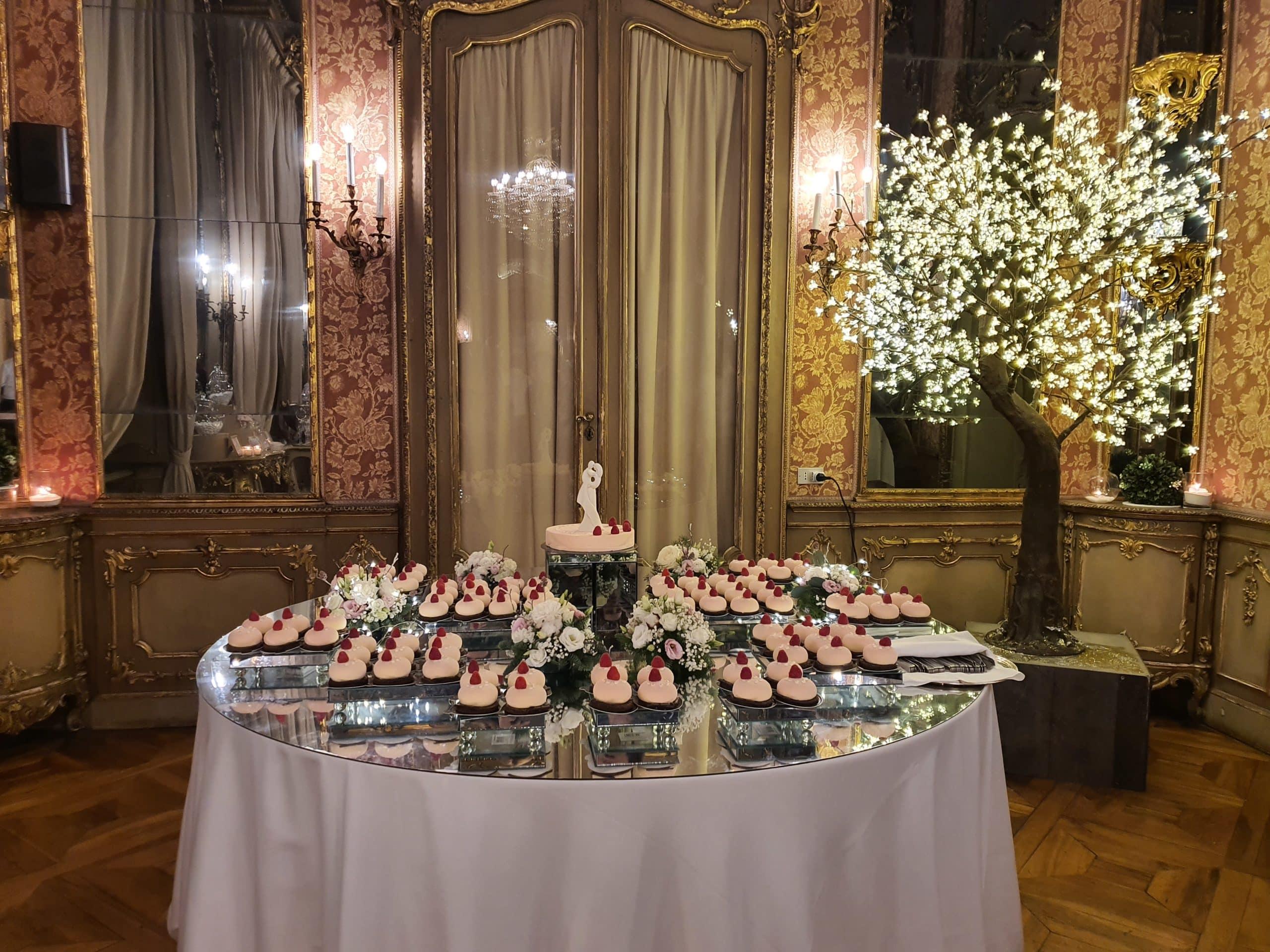 tavolo a specchio per monoporzioni e torta nuziale 2