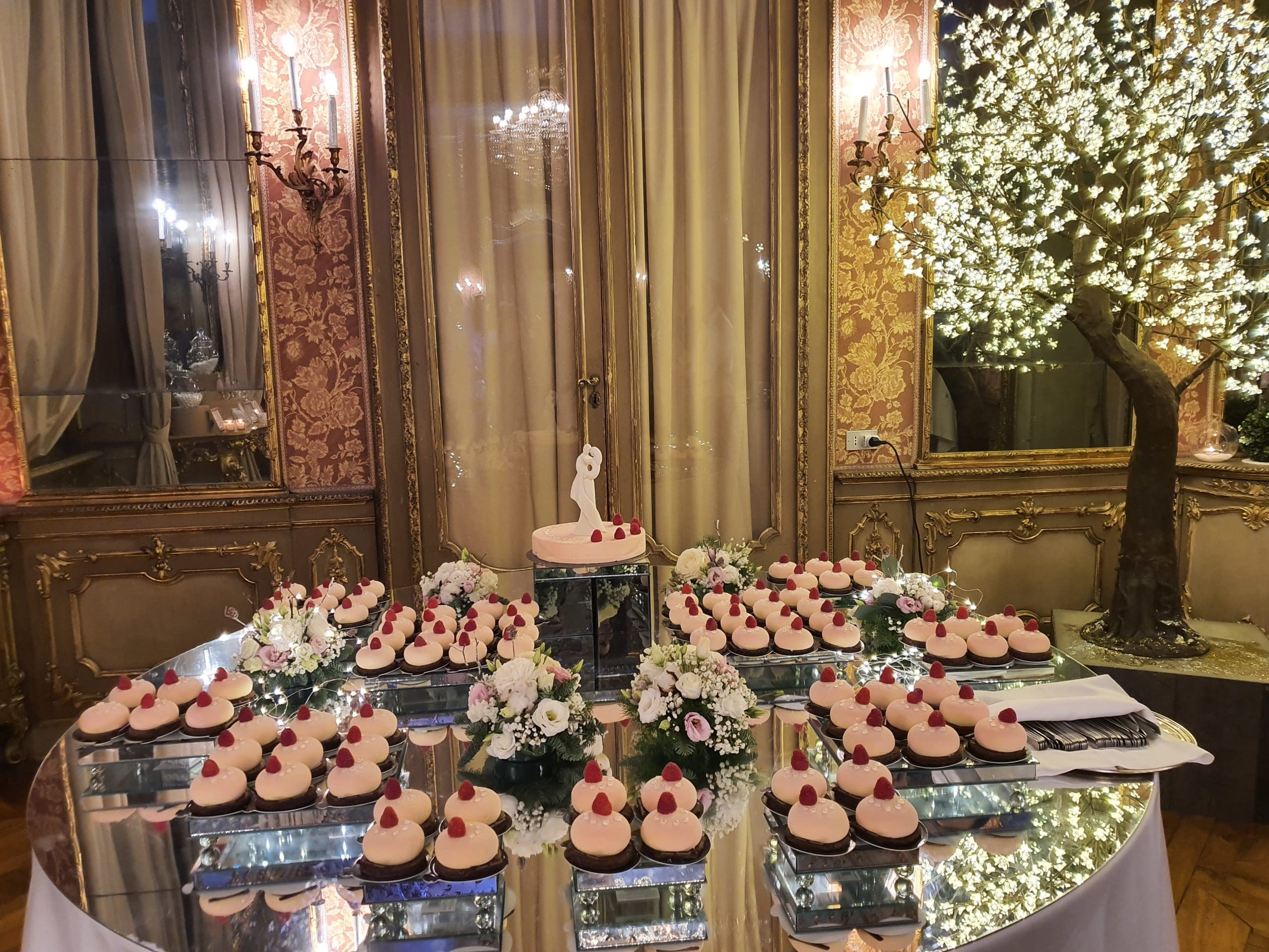 tavolo a specchio per monoporzioni e torta nuziale 3
